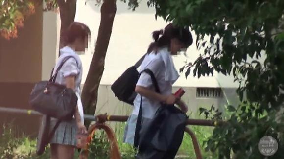 【青姦】発情した制服娘たち!公園でファックするとレズビアン楽しいよ!