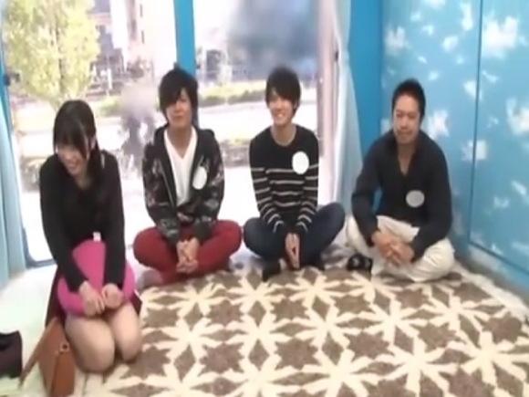 【マジックミラー号】すみれ19歳は美人コンテスト優勝の女子大生!三人の中の一人と中出しします!