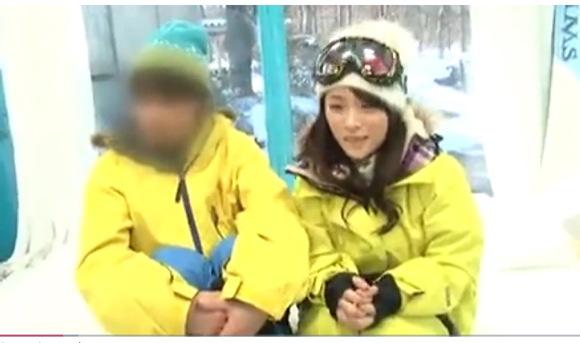 【マジックミラー号】秋本詩音さんをスキー場で確保しました!マネーを出すので、オメコにおチンチンを入れてみませんか?
