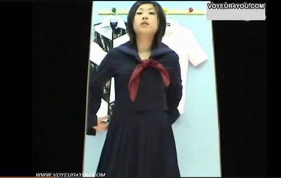 【着替え】清純そうな制服を来た美少女!恥ずかしい全裸を披露します!