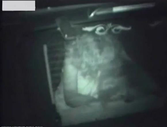 【カーセックス】車の中で止まりません!カップルは裸になっていた!【無修正】