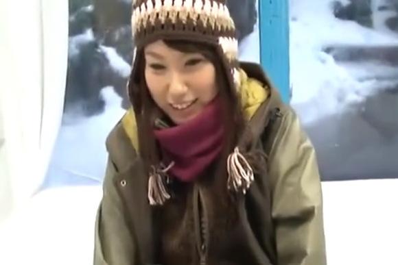 【マジックミラー号】真冬の雪山でナンパ!タダでマッサージのはずが最後は中出しだった!