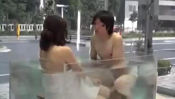 【マジックミラー号】キャンピングカーの中なのに露天風呂!同僚同士の二人は良い仲に発展した!