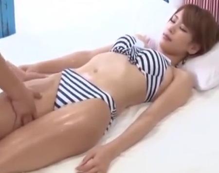 【マジックミラー号】夏休みにスイミングに来て捕獲された女子大生の愛乃なみさん!オイルマッサージで発情してしまった!