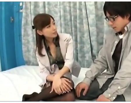 【マジックミラー号】美人女優の横山美雪みゆきさん!OLのコスプレをして、臆病な童貞のオチンチンを触ってくれます!