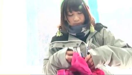 スキー場で彼氏と捕獲された篠宮ゆりさん!オイルマッサージで気持ちよくなる!