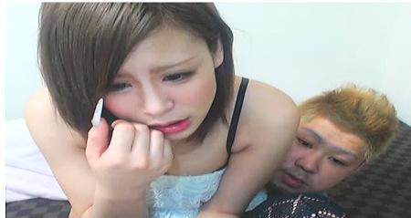 【個人撮影】セクシー姉ちゃんの乳首を引っ張る彼氏!ライブチャット