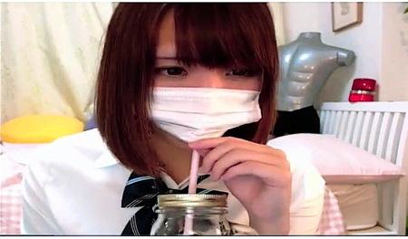 【ライブチャット】制服が似合いすぎる可愛い美少女ロリータがジュースを飲みながら生放送!