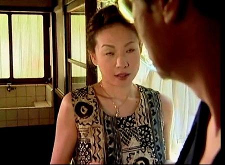 【ヘンリー塚本】老人だがイケメンのデカチン義父とセックスする裏切り妻!お風呂場でもう我慢できません!