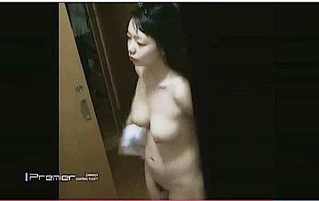 【民家盗撮】これはやばい変態男が女性専用アパートを窓から盗撮しました!デカパイ女子大生の風呂上がりの裸です。