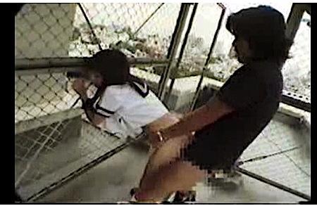 【盗撮】清楚系に見えるロリータjk!外で彼氏にオマンコにチンポを入れられてイキまくりです!