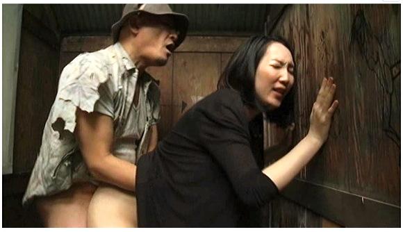 【ヘンリー塚本】『原作ヘンリー塚本 人妻変態痴女 公衆便所SEX』他【画像40枚】