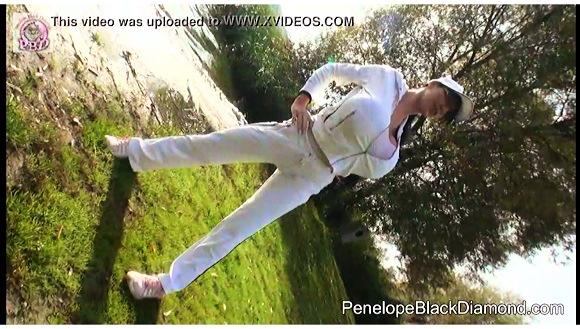 【爆乳】これはやばいデカパイすぎるお姉さんがジョキングです『Penelope Black Diamond – Jogging Sport with huge Boobs』【ペネロペ・ブラックダイヤモンドPenelope Black Diamond】