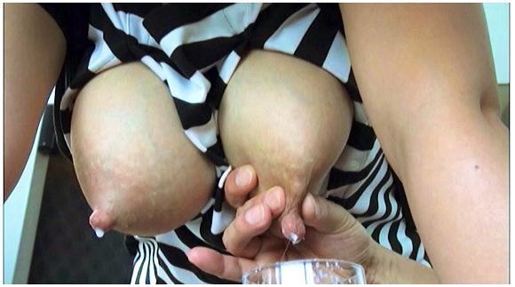 【母乳】ムッチリしたデカパイの熟女母乳ママ。チンチンを挿入してヤリまくりです。『母乳ママ大好き45』【母乳ママ大好き+クラスタープロダクション+NOBU+乳搾り+ドリンク+真央 千里 茜 真沙美 りこ】