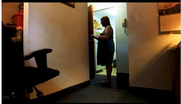 【ぽっちゃり】これはやばい豊満な奥さまが裸の上にタオルを巻いてピザの宅配を驚かせます『ピザ配達露出』【爆乳+巨乳+豊満ムチムチ+ぽっちゃり】
