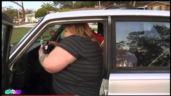 『bbwのベティ・ジェットソンとssbbwのアイビー・ダベンポートによって車が跳ね上がります』他