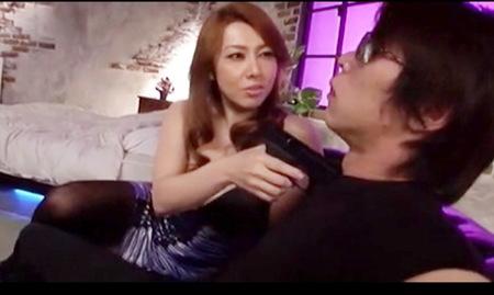 風間ゆみさんはセクシーな女性刑事!イケメンの悪人を捕まえてレイプする!