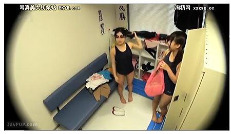 女子高の水泳部です!スクール水着の可愛い美少女!
