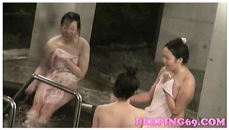 リアルすぎる地味な女子大生しかいない露天風呂!望遠で隠し撮り!