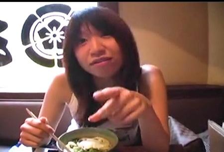 【個人撮影】お腹が空いたロリータjkを捕獲!おっさんが円光!