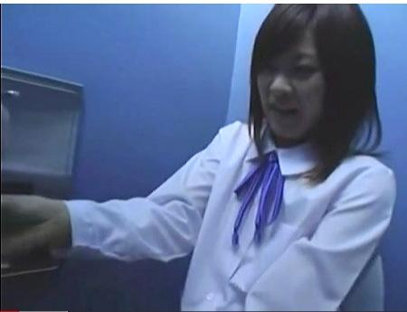 【円光】一万円でおチンチンを便所でフェラチオするjk!