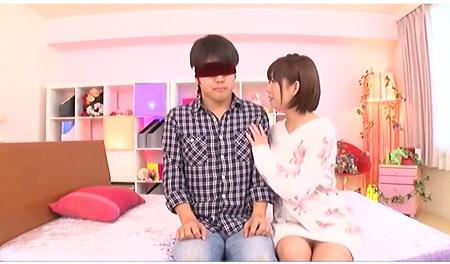 【紗倉まな】デカパイ姉ちゃんが目隠しをした男を襲う!
