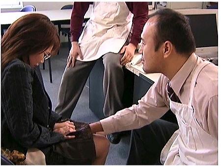 【ヘンリー塚本】小学校の先生なのに万引きで捕まった新田亜希は涙目で謝る!
