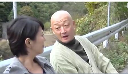 【ヘンリー塚本】バス停で昔の彼氏に会ってムラムラしてきた奥さま!円城ひとみ