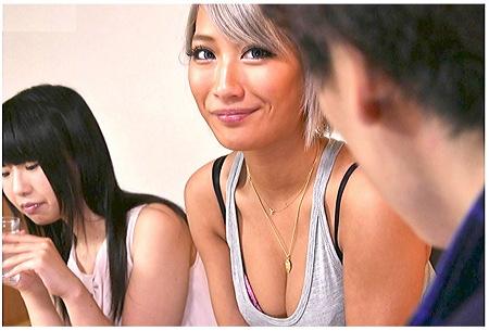 【AIKA】どう見ても姉妹には見えないが中出しOKの姉が誘惑してくる!