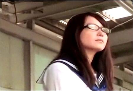 【痴漢】学級委員タイプのメガネ女子jkが電車で痴漢される!