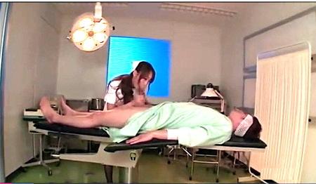 【蓮実クレア】ドスケベすぎる看護婦が手術中の患者をフェラチオ!