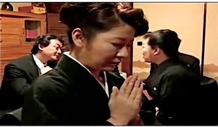 【ヘンリー塚本】妻の一周忌!とうとう義母としてしまった婿!渋谷あかね(横尾奈々)