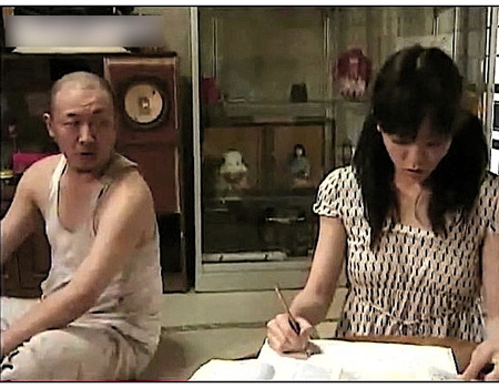 【ヘンリー塚本】ツインテールのロリータが宿題をしているとお父さんが強姦レイプ!