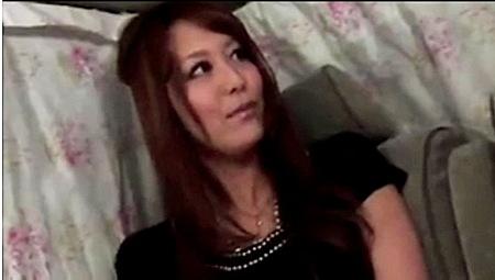 【人妻ナンパ】アンケートで捕獲した豊満な奥さま!エッチな質問で脱がしていく!