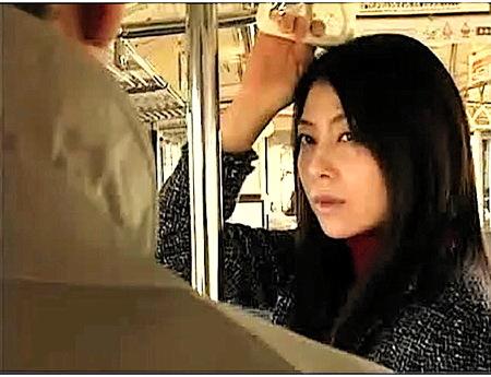 【ヘンリー塚本】電車の中で目でナンパする奥さま!ラブホテルでファック!結衣