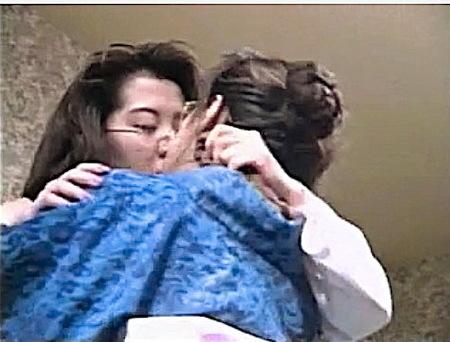 【ヘンリー塚本】還暦に近い中年女の看護婦と患者がレズビアンする!