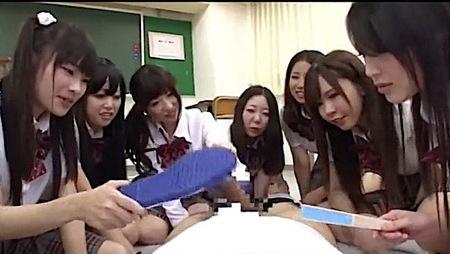 【ハーレム】バカ、包茎チンポ!クラス中の女子に包茎をバカにされた僕!