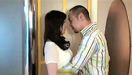 【ヘンリー塚本】昼間からハイエースでラブホテルに入る中年女のカップル!黒木小夜子