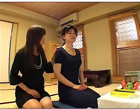 【ヘンリー塚本】葬式で抜け殻になった奥さまをレズビアンが襲う!倖田李梨 浅井舞香