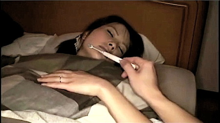 【熟女】電動歯ブラシ!寝ている同僚の奥さんにいたずら夜這い!