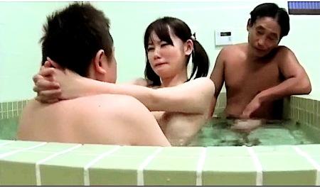 【美少女】性的虐待!おっさんたちと入浴して近親相姦!