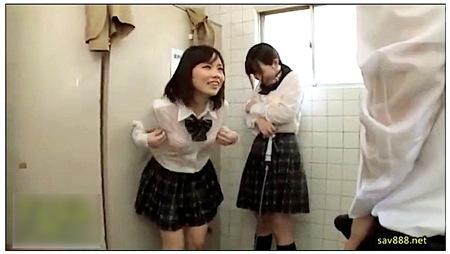 【jk】水に濡れたロリータ!トイレ掃除でおチンチンが勃起した!