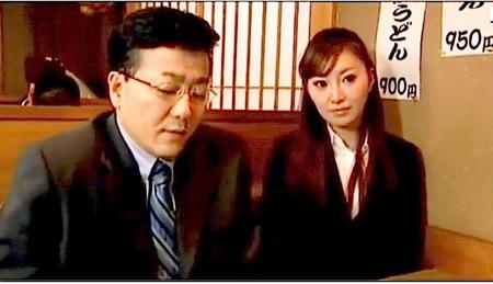 【ヘンリー塚本】弱みを握った部長が結婚式で強姦レイプ!岡本莉紗