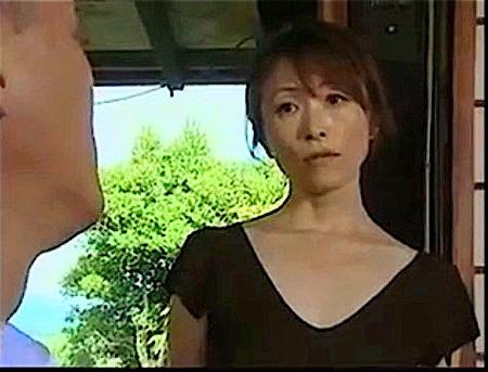 【ヘンリー塚本】色っぽい熟女!娘の婿に手を出して寝とる!