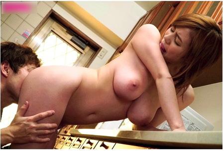 【吉川あいみ】「私だったら中出しでいいわ」彼女のデカパイ姉が誘惑!