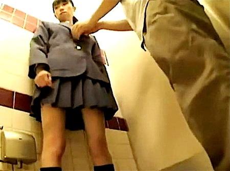 【個人撮影】援助交際!可愛い美少女が公衆トイレでファック!