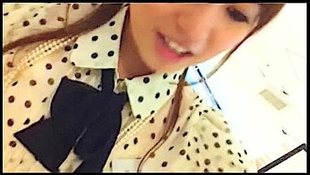 【個人撮影】店員のギャル!可愛い美少女のパンチラをローアングル逆さ撮り!