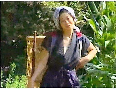 【ヘンリー塚本】ナスでオナニー!農家のドスケベ奥さまが強姦レイプ!