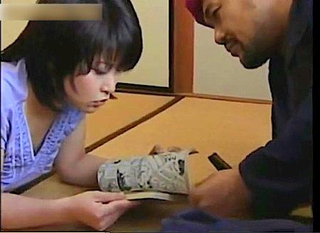 【ヘンリー塚本】ロリのJK美少女!伯父さんに金を渡されてしぶしぶ援交!