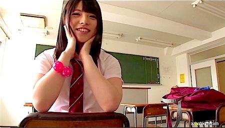 【上原亜衣】デカ尻すぎる可愛い美少女!JK制服からスクール水着に生着替え!